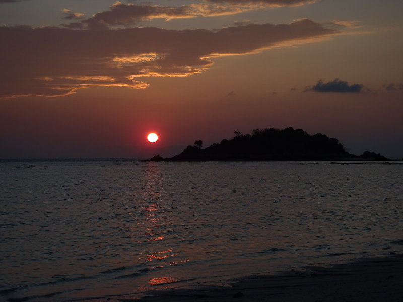 2242380_sunrise_lipe.JPG